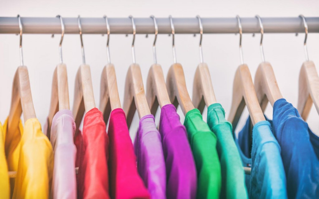 Organise your wardrobe to see things more clearly