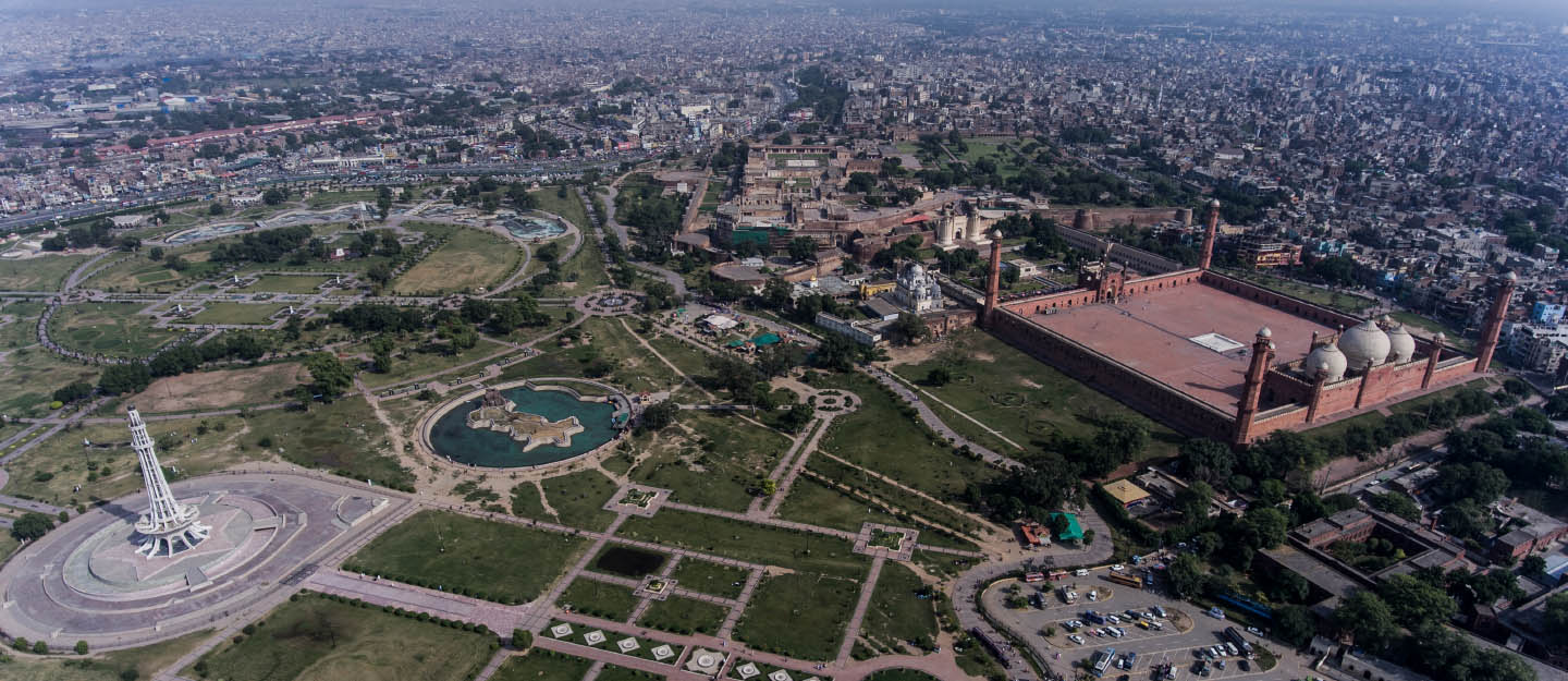 Iqbal Park and its neighbouring Hazuri Bagh contain some of the most famous monuments in Lahore