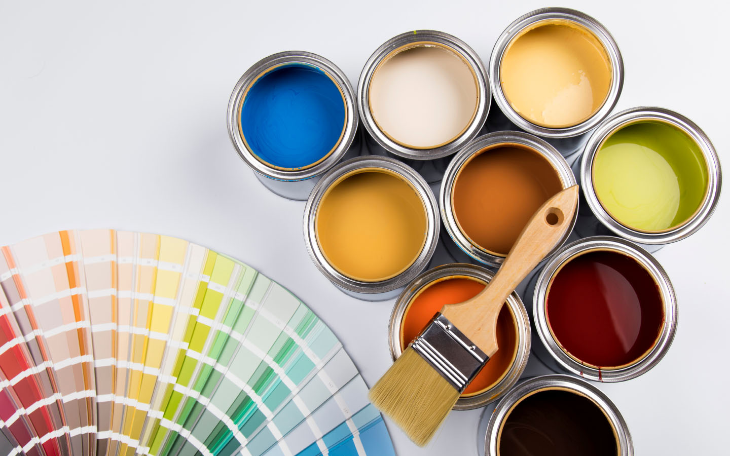 Wallpaper vs. Paint: Which to Choose and Why | Zameen Blog