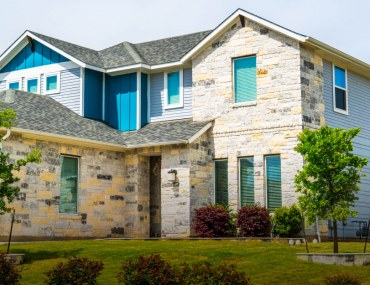 pros and cons of buying a corner house