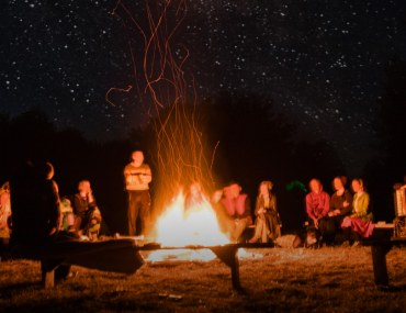 how to throw a bonfire party in winters