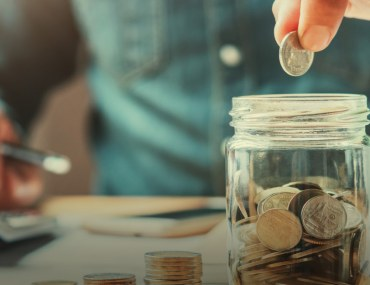 Here are some tips for saving money when selling a house