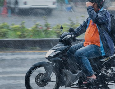 Safety tips for riding a bike in the rain