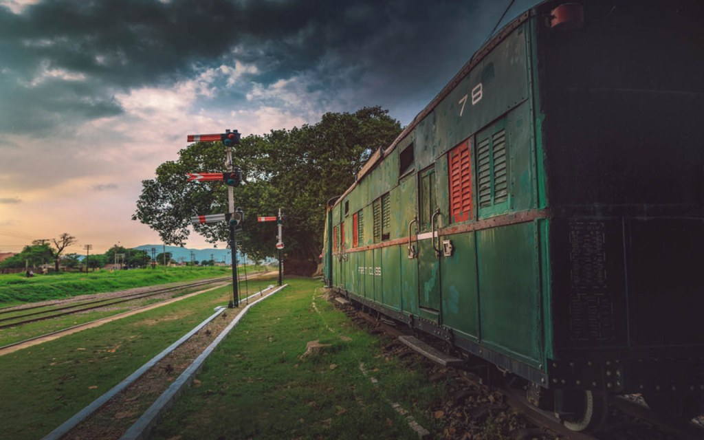 hundreds of trains in Pakistan run daily