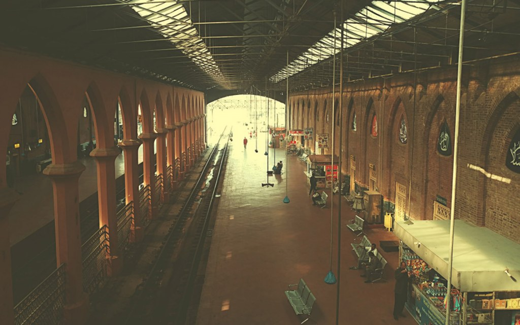 there many major railways stations in Pakistan