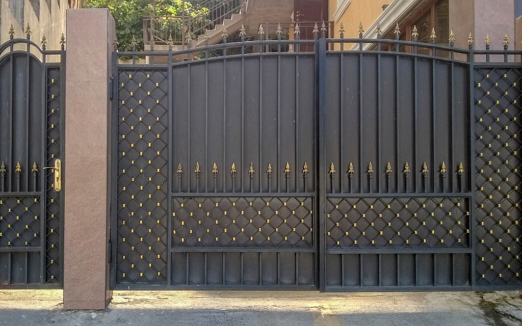 Stylish Designs for the Main Gate of Your House | Zameen Blog on Iron Get Design  id=22191