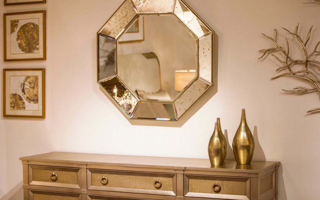 Match mirrors to your interior style
