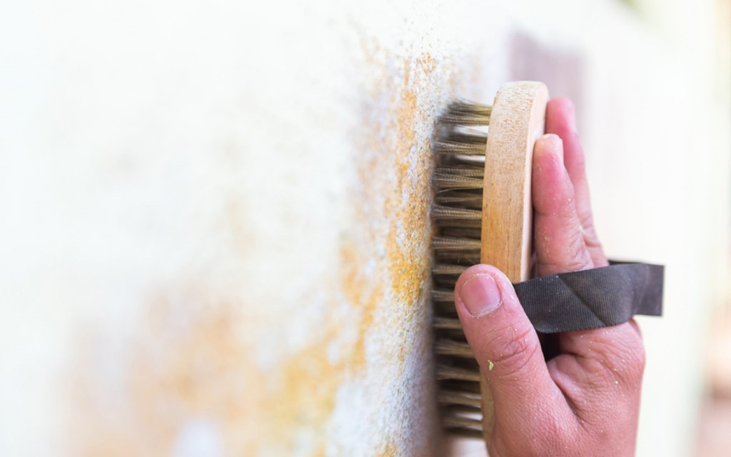 Cleaning a textured wall