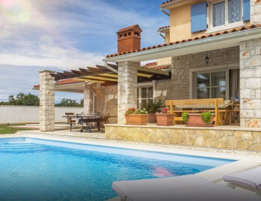 Pros and Cons of Investing in a Vacation Home