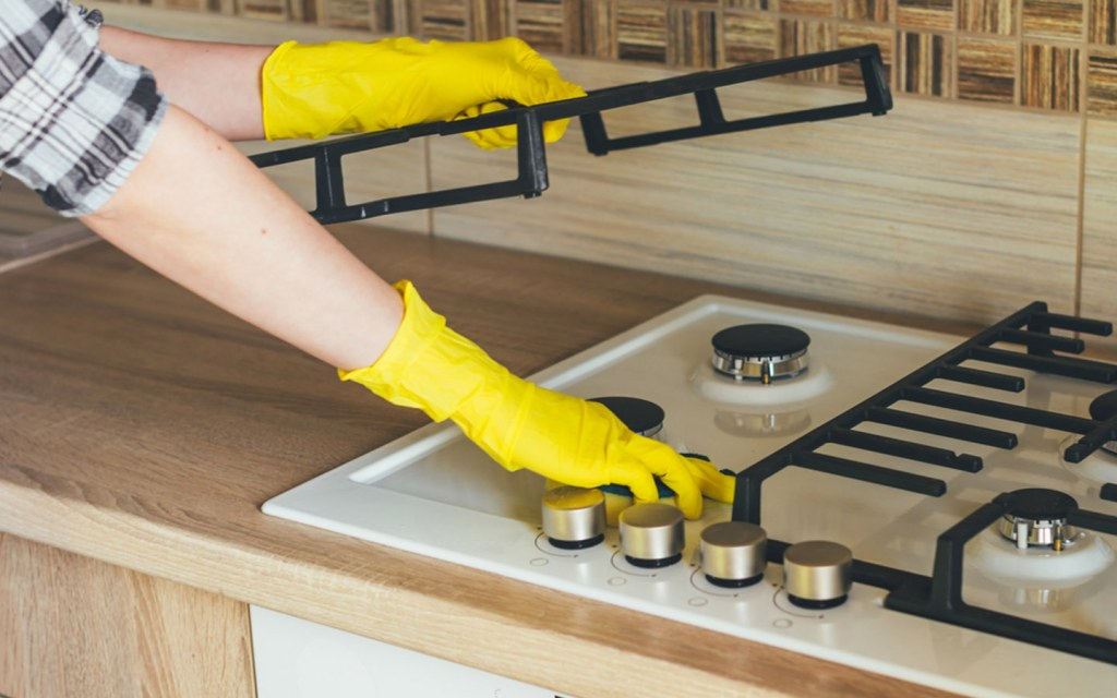how to clean the kitchen stove