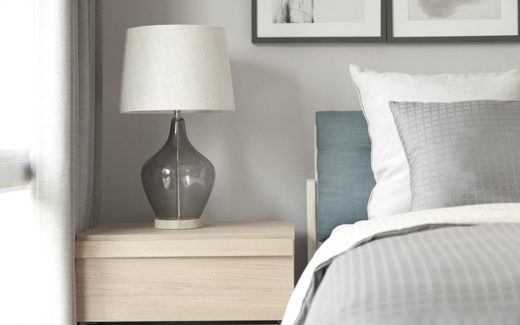 Traditional bedside lamps for your bedroom