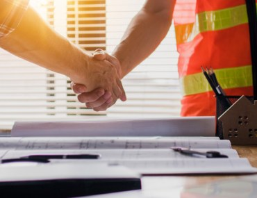 Difference Between an Architect and a Contractor