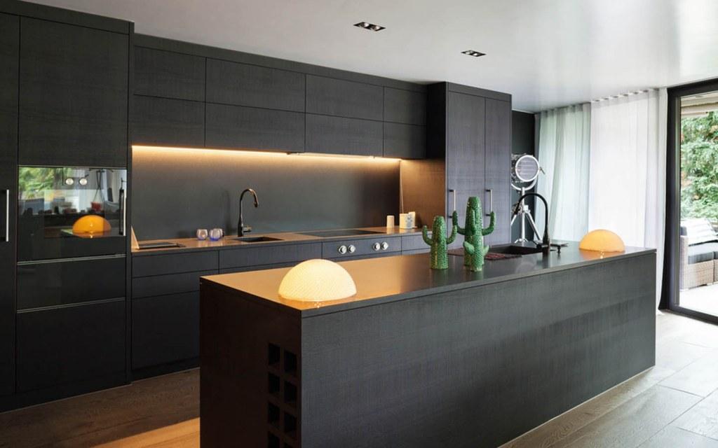 Black kitchen islands bear a modern look