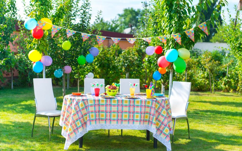 Set the backdrop for your birthday party that looks best