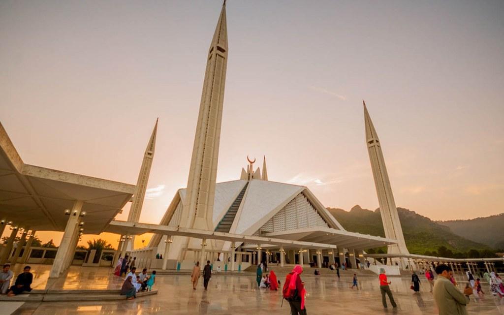 Visiting Faisal Mosque in Pakistan