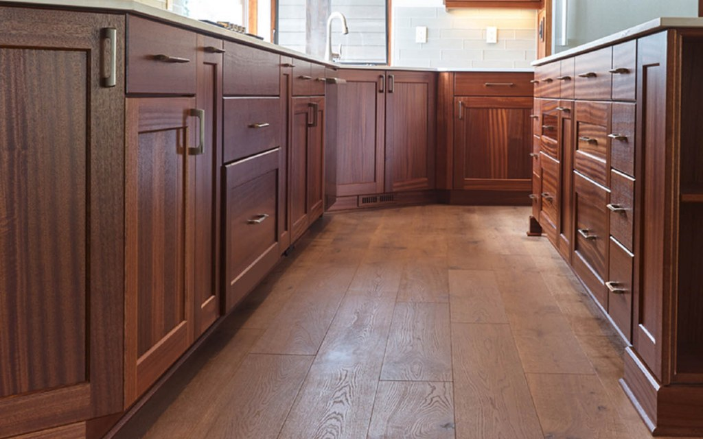 In-built wardrobes and kitchen cabinets
