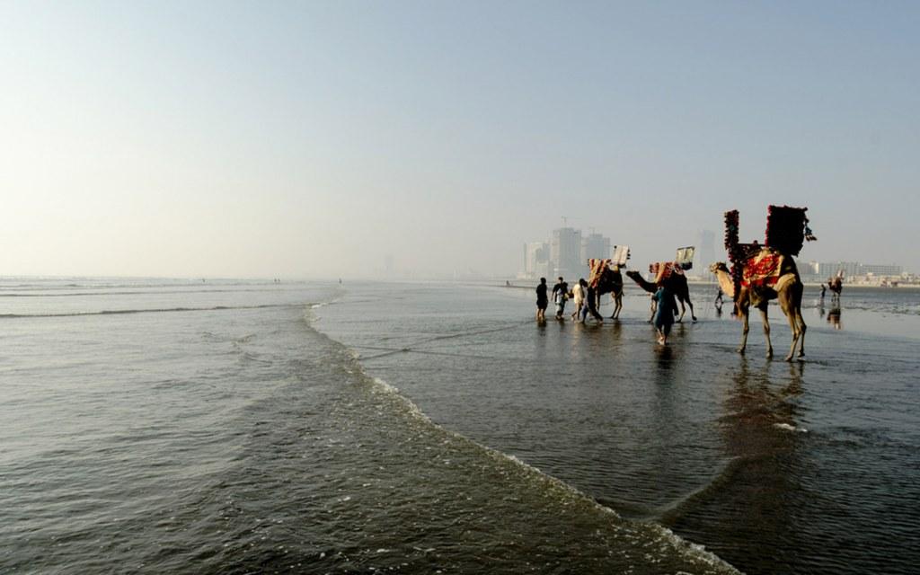 things to do at Sea View beach in Karachi