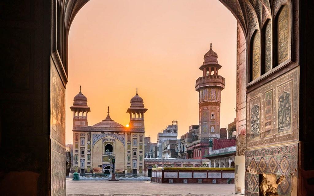 interesting historical facts about wazir khan mosque