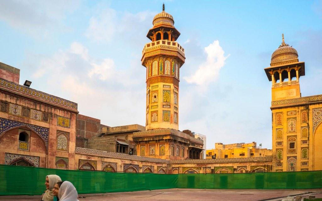 visit wazir khan mosque