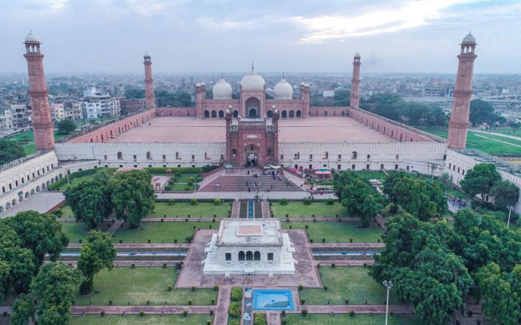 Architecture of Badshahi Mosque in Lahore