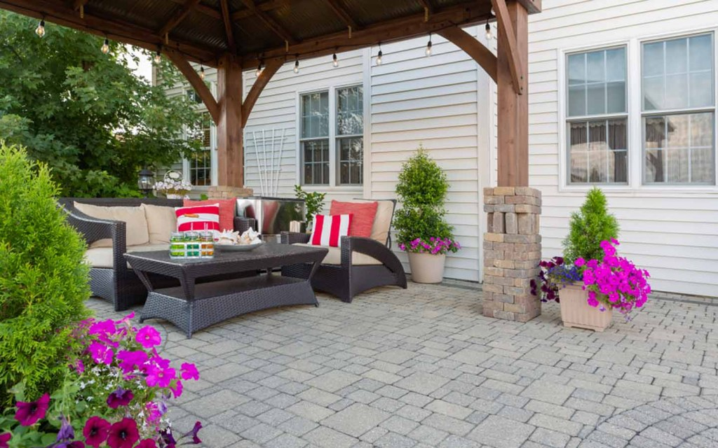 difference between a porch, balcony, veranda, and patio