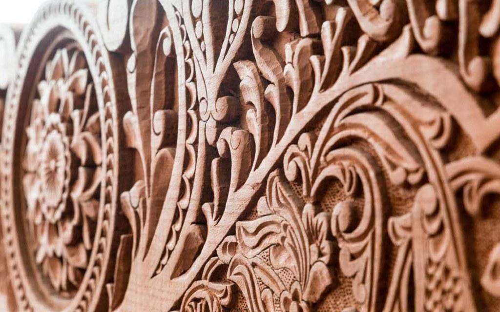 Sheesham Wood Furniture: Pros, Cons & Maintenance Tips | Zameen Blog