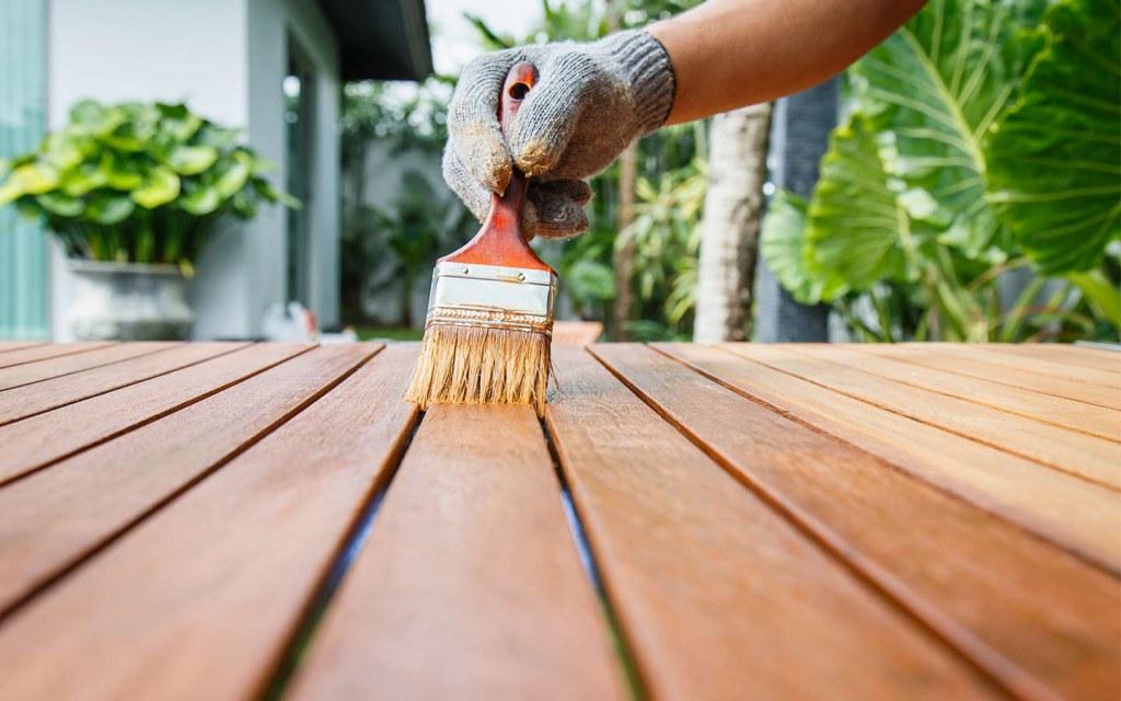 Varnish the Wood