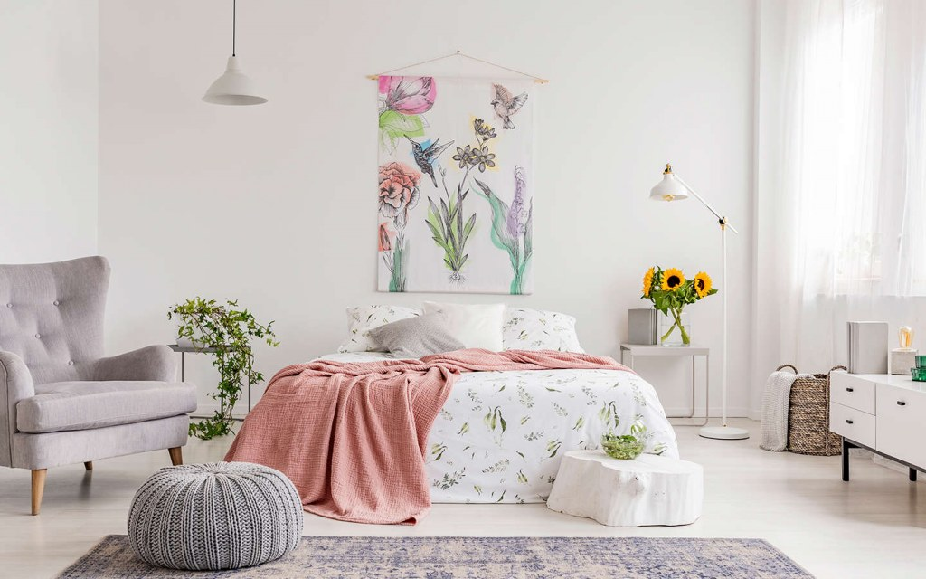 what to hang over your bed in the master bedroom