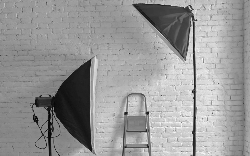 set up a low-cost photo studio at home