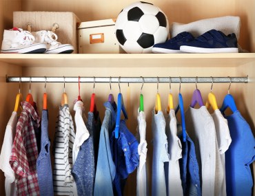 how to organise your kid's closet