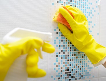 hacks to clean bathroom tiles and taps