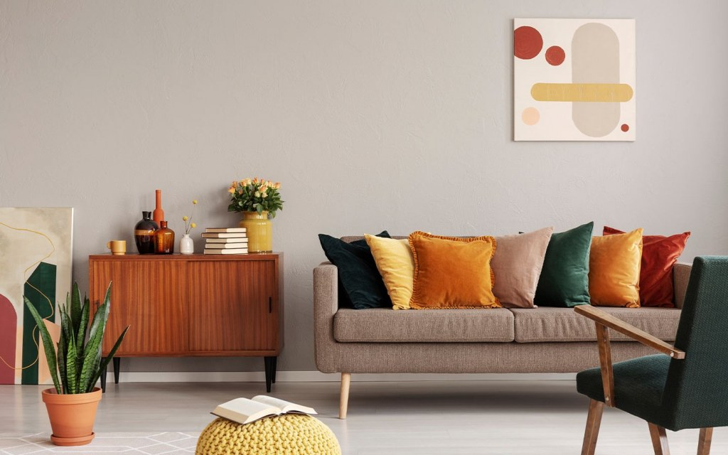 how to decorate a drawing room on a small budget