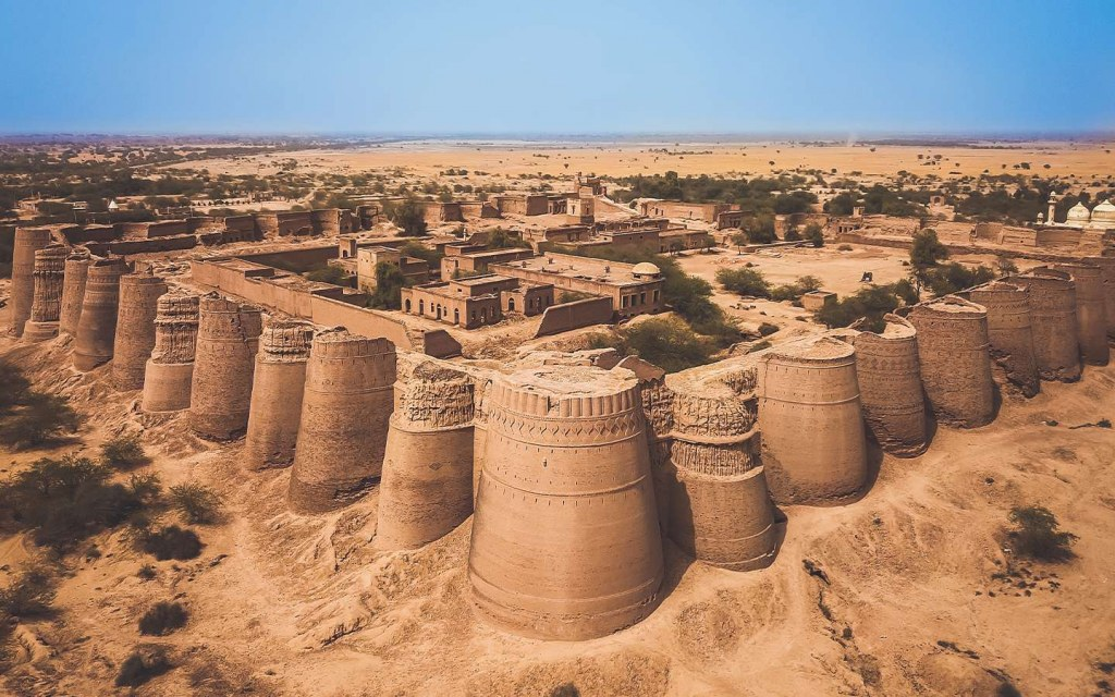 darawar fort in cholistan desert