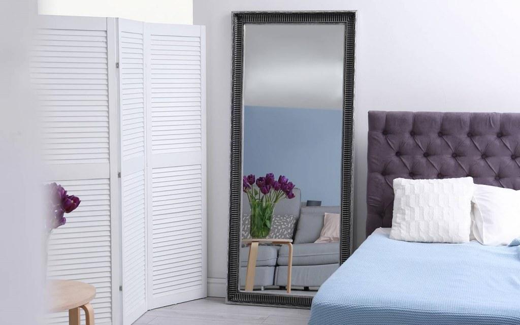 mirrors in bedroom