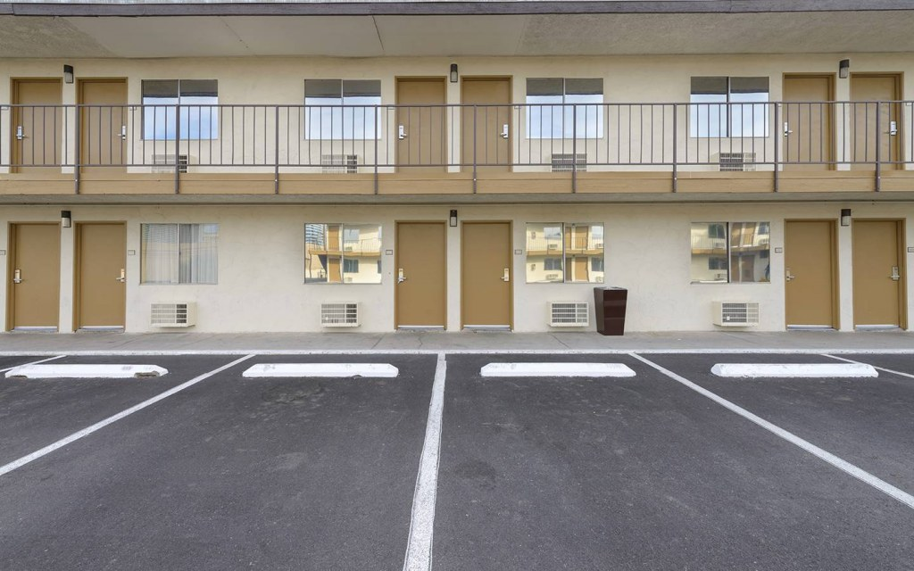 free car parking space in hotels