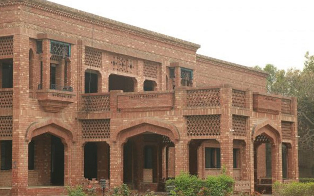Kinnaird College for Women offers education to women.